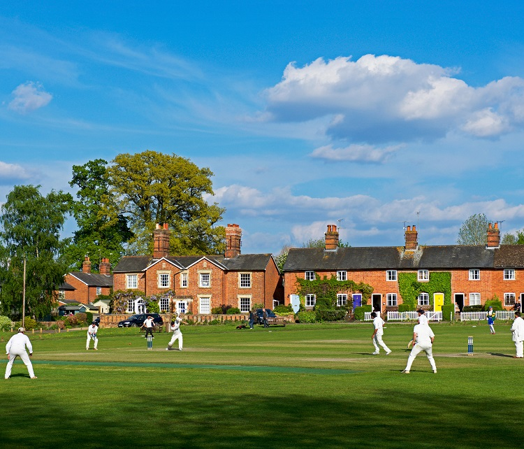J3XP23 Cricket at Hartley Wintney, Hampshire, England UK